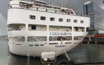 Harbour towage cruiseship Columbus
